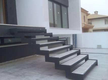 Rehabilitaci n ingenieros y arquitectos de estructuras for Escalera metalica en l