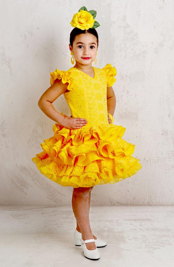 94b6620330 Traje de gitana para niña amarillo perforado tres volantes