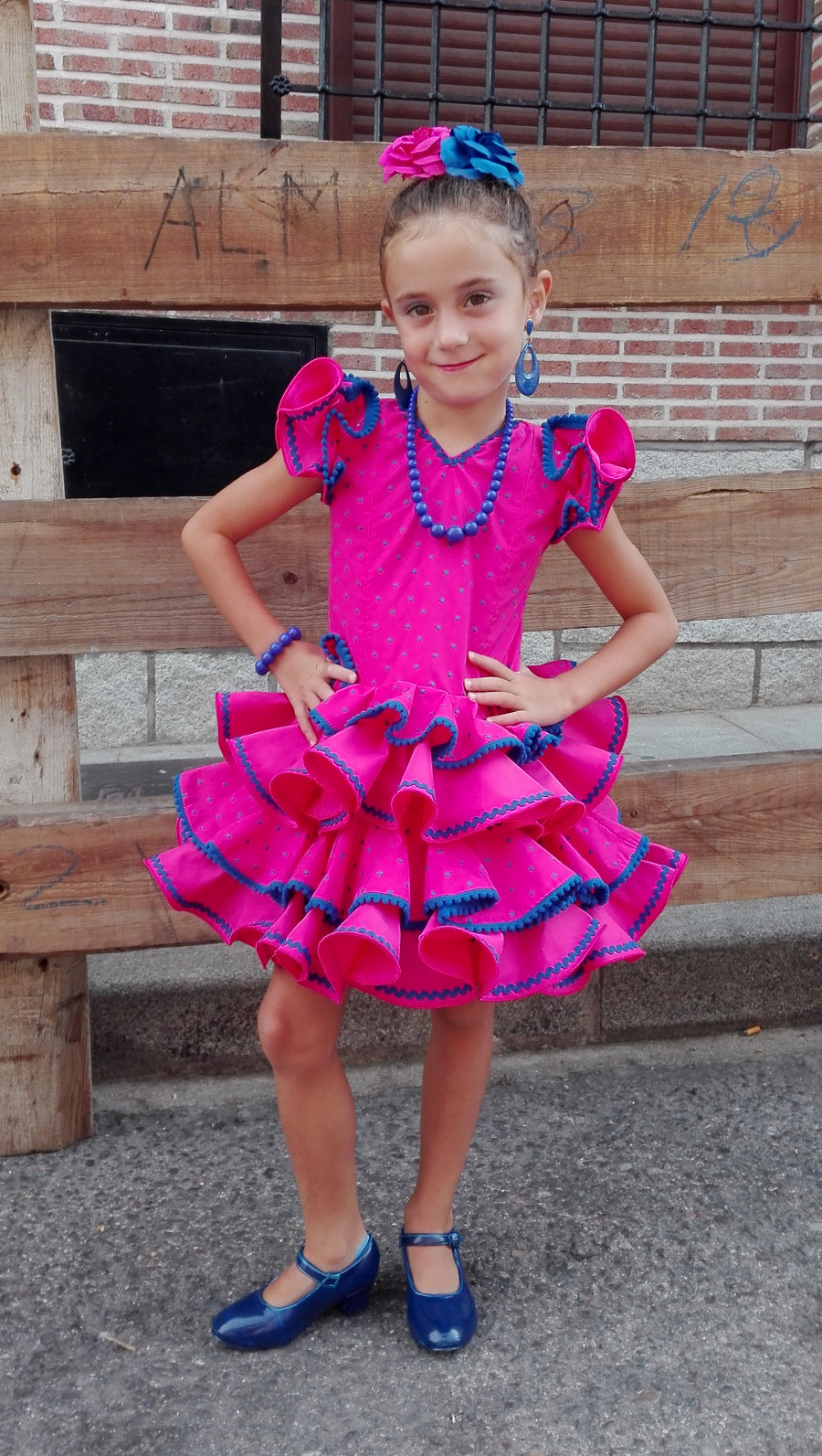Traje de gitana flamenca rosa fucsia para niña MiBebesito
