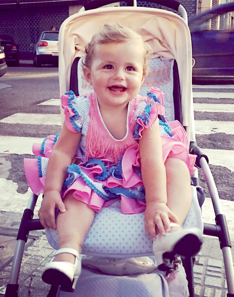 Traje de flamenca de bebé blanco con lunares turquesa